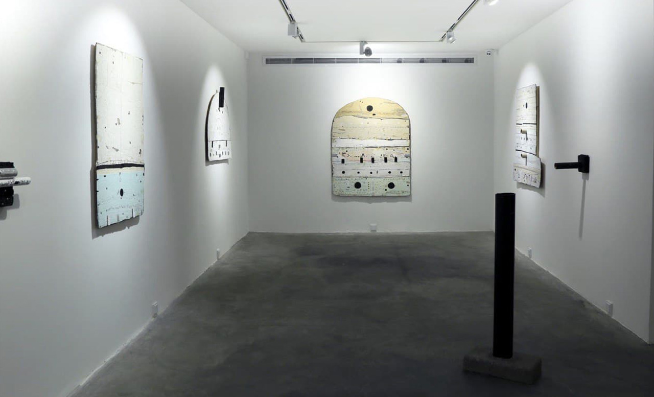 The pleasure of worthlessness-installation view
